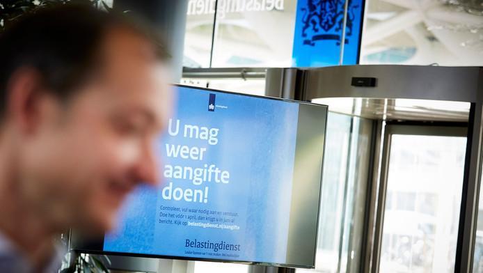 Nederlanders kunnen vanaf dinsdag weer aangifte doen bij de Belastingdienst. Het loopt allemaal niet zo soepeltjes.