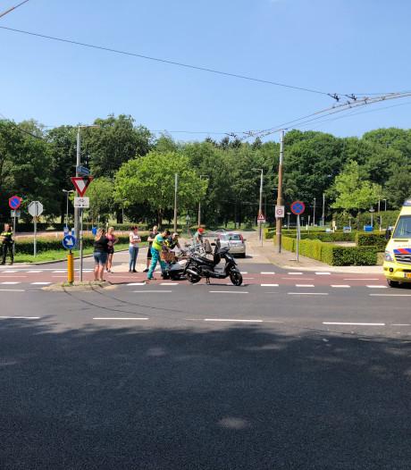 Scooter in botsing met auto in Arnhem