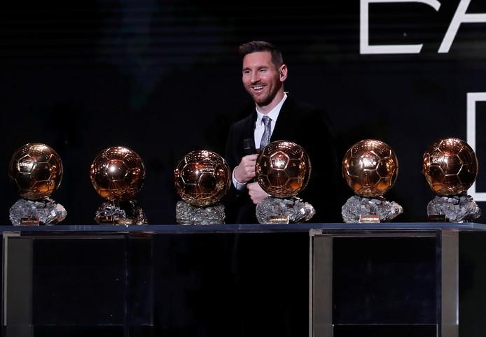 Lionel Messi showt zijn collectie.