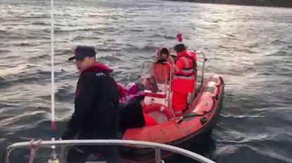 Turkse kustwacht redt 40 migranten die vast zaten op eiland, onder hen ook kinderen