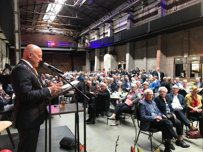 Burgemeester Kees van Rooij is initiatiefnemer en deelnemer van een symposium over morele dilemma's. Dat heeft plaats op 27 november in Veghel.