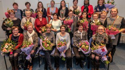 Familiezorg West-Vlaanderen zet trouwe personeelsleden in de bloemetjes