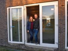 Kiona en Thomas zijn opgelucht: er wordt weer gewerkt aan hun nieuwe huis in Wittebrug