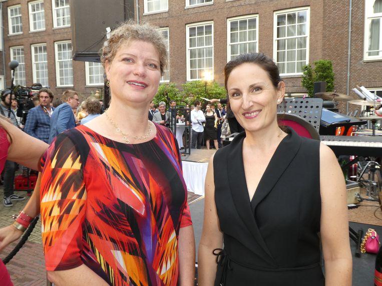 Genomineerden Charlotte Teunissen, hoogleraar neurochemie, en Babette Porcelijn (Think Big Act Now). Beeld Hans van der Beek