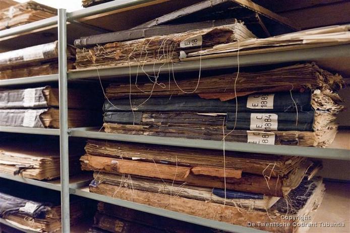 Het digitaliseren van het Twentse krantenarchief biedt drie jaar werk aan drie- tot vierhonderd mensen in de sociale werkvoorziening.