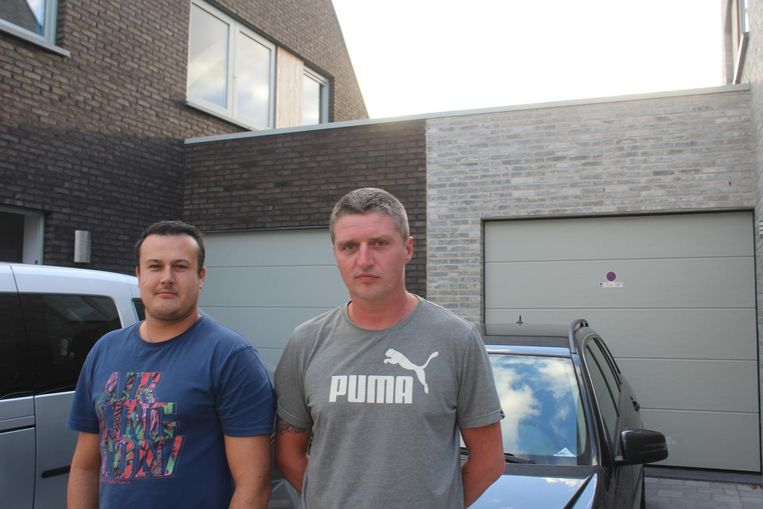 Kevin Deceuninck (29) en Maxim Coucke (37) hebben twee vluchtelingen achtervolgd toen ze zich hadden verstopt op het dak.