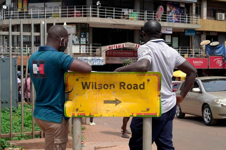 Een straatnaambord in Kampala, Oeganda. Beeld Michele Sibiloni