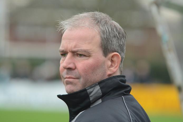 Albert van der Dussen wordt de nieuwe trainer van Barendrecht, waar Yarick Dorst komend seizoen voetbalt.