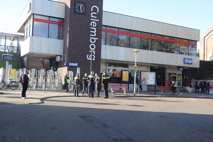 Station Culemborg is dicht, politie is aanwezig.
