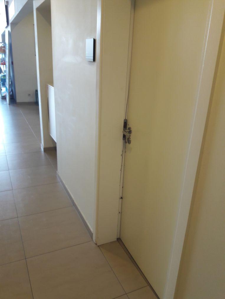 Verschillende deuren van de burelen werden geforceerd.