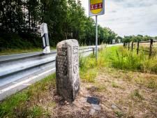 De 'mooiste grenssteen van Nederland' staat verborgen achter een vangrail