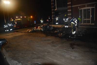 Stapel afvalzakken in brand gestoken langs Weurtseweg