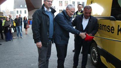 Het Vlaamse Kruis Gent heeft nagelnieuwe ziekenwagen
