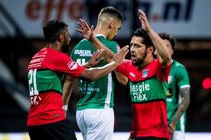 NEC-speler Anass Achahbar (R) maakte de 1-0.
