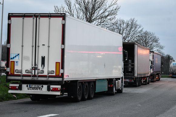 De dader brak binnen in een geparkeerde vrachtwagen. (illustratiebeeld)