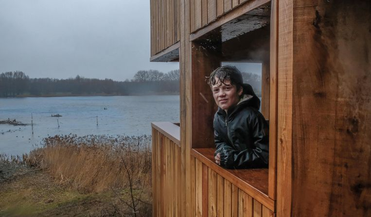 Norman Platteau uit Kortrijk probeert de kijkhut even uit.