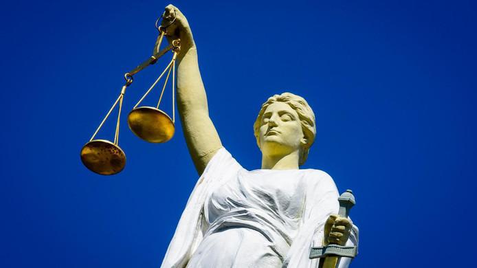2016-09-15 15:24:42 ROTTERDAM - Vrouwe Justitia. ANP LEX VAN LIESHOUT