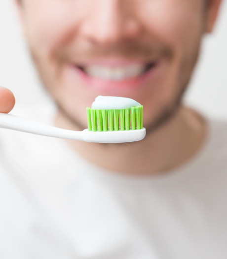 Pour le bien de leur sexualité, les hommes ont tout intérêt à bien se brosser les dents