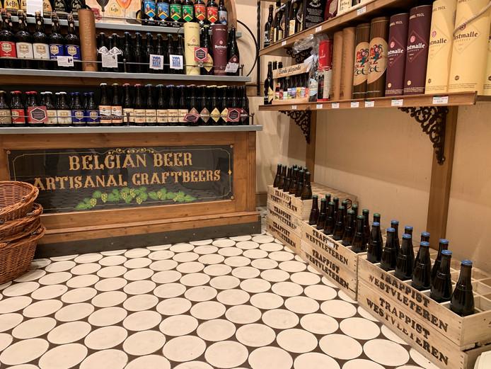 In deze bierhandel in Brugge staan de bakken Westvleteren open en bloot en betaal je 18 euro per flesje