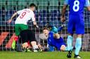 Spas Delev schiet de 1-0 langs Matthijs de Ligt tijdens de voor Oranje dramatische WK-kwalificatiewedstrijd tegen Bulgarije