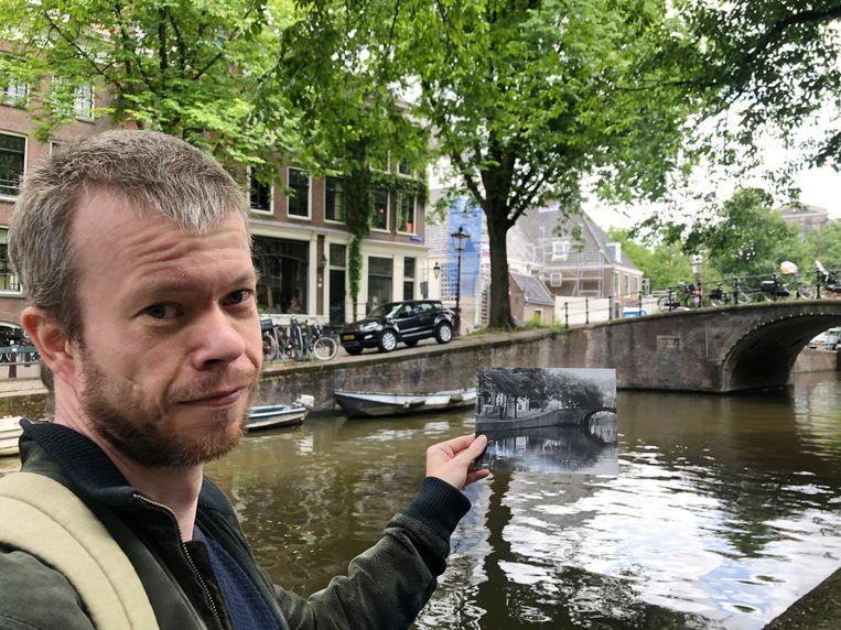 Jordy Koevoets op de door hem nagebouwde plek van Fall II van Bas Jan Ader. Beeld Jan Pieter Ekker