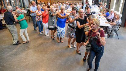 Senioren op de dansvloer.