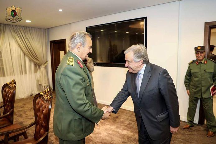 Secretaris Generaal van de VN Antonio Guterres bracht gister een bezoek aan krijgsheer Khalifa Haftar. Guteress maakt zich zorgen over de huidige situatie in Libië.