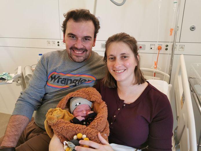 De kleine Basile Vandewalle is het zoontje van Michael Vandewalle en Joke Fossaert
