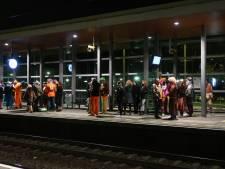 Urenlang geen treinverkeer van Tilburg naar Den Bosch en Eindhoven, carnavalvierders stranden op stations