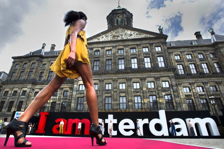Amsterdam Fashion Week probeert bewoners en bezoekers van de stad te bereiken door het programma Off Schedule. Beeld Evert Elzinga