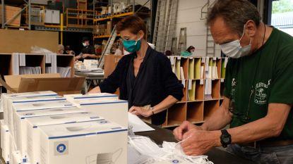 In Ieper verdelen 300 vrijwilligers 40.000 herbruikbare mondmaskers