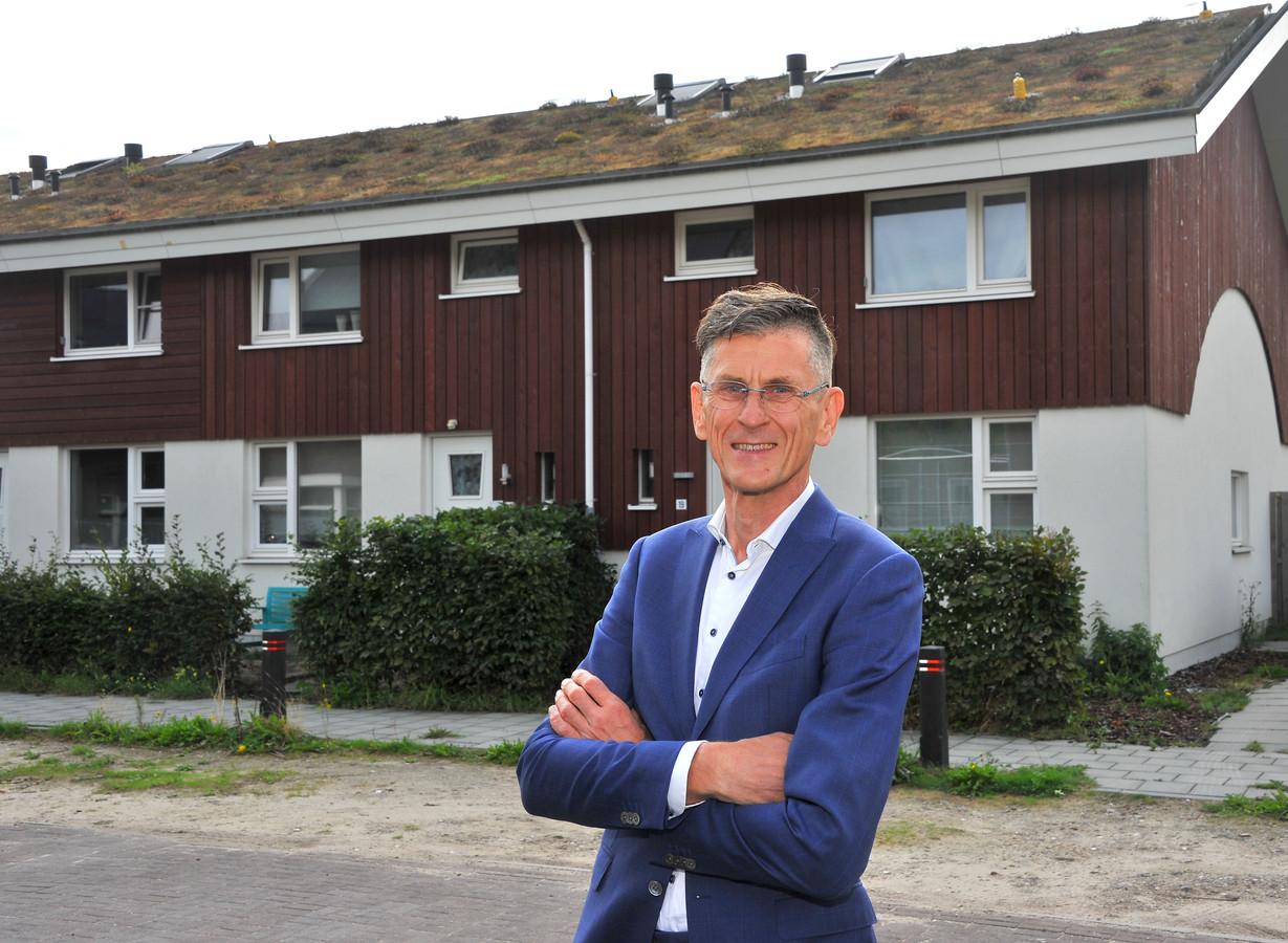 Leo Overmars voor de klimaatneutrale woningen in Boskant.