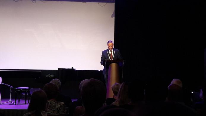Officiele opening van raadhuis Waalre wordt afgetrapt door burgemeester Brenninkmeijer.
