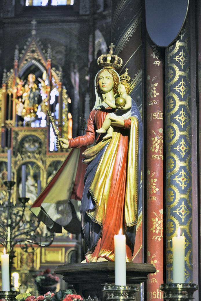 Mariabeeld in de basiliek in Kevelaer