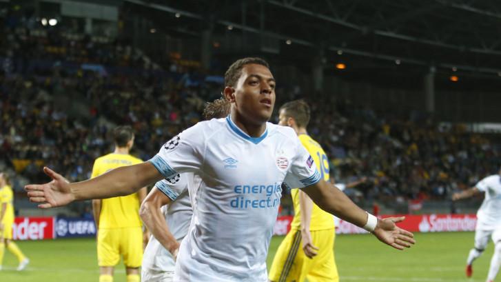 Invaller Malen kopt PSV in extremis naar 2-3