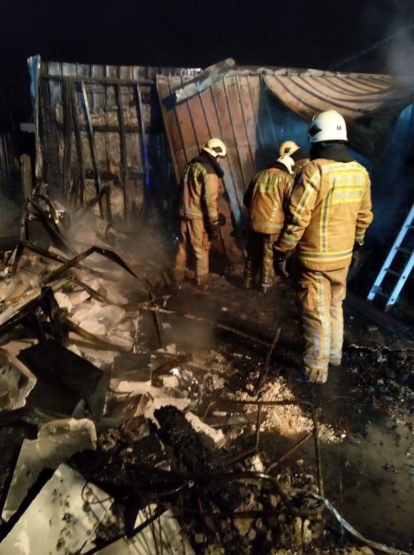 De brand legde het voormalig naaiatelier helemaal in de as.
