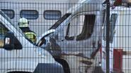 Bestelwagen Woondienst brandt uit, ook vier andere voertuigen en aanhangwagen beschadigd