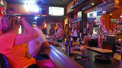 Hoogste aantal dagelijkse coronabesmettingen in VS: Texas en Florida sluiten cafés