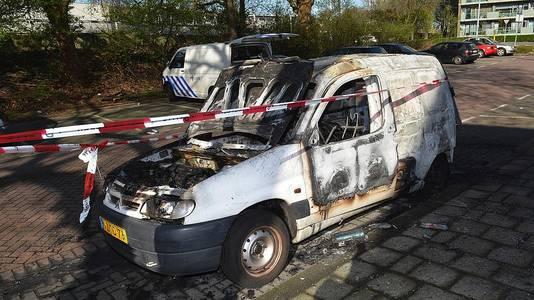 De uitgebrande Citroën.