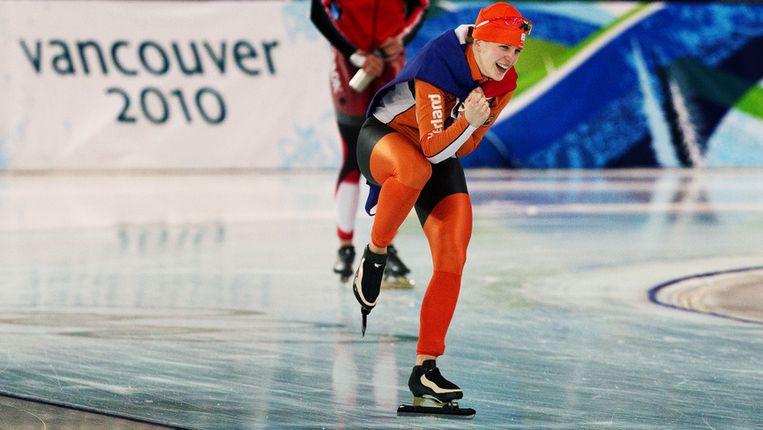 Ireen Wust viert haar overwinning op de 1500m tijdens de spelen in Vancouver Beeld Robin Utrecht