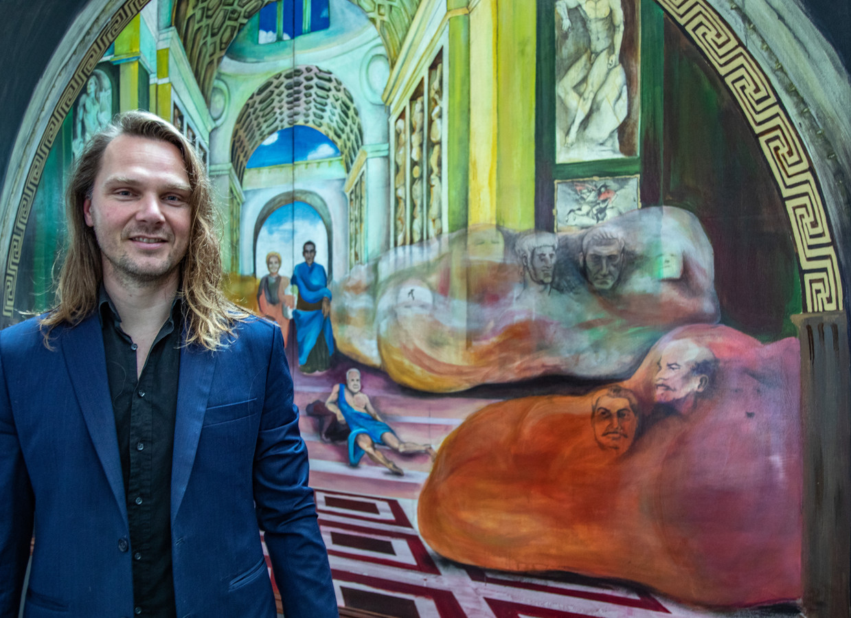 Dennie Boxem is exposant én curator van de tijdelijke expositie in De Spiegel en Koperen Kees. ,,Als amateur of semiprofessionele kunstenaar is er in Zwolle bar weinig gelegenheid om je werk te exposeren.''