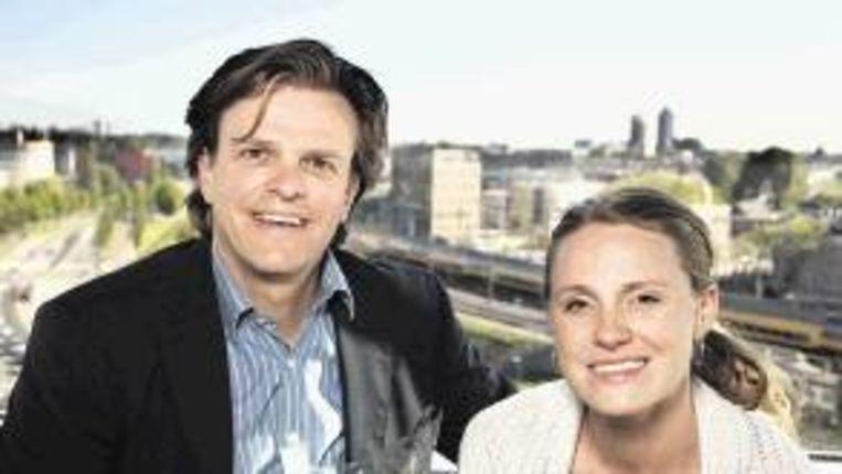 Alex de Vries en Petra Grijzen van WNL. (Trouw) Beeld
