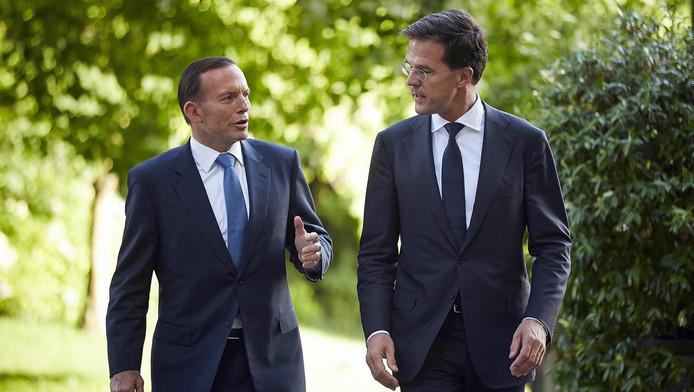 Mark Rutte in gesprek met de Australische premier Tony Abbott
