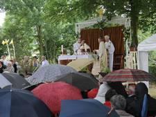 Sint Jansfeest in Neerlangel onder wisselende weersomstandigheden