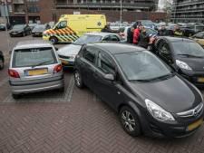 Vrouwen gewond bij aanrijding op parkeerplaats in Arnhem
