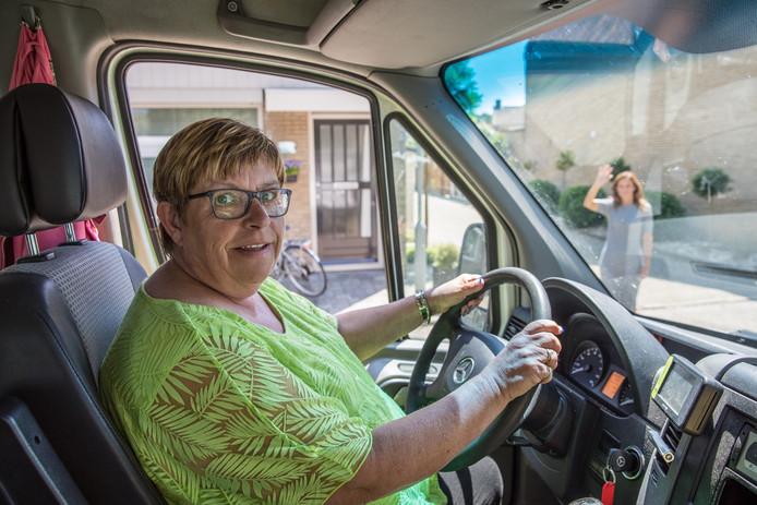 Gerda Kosten uit Goes kwam in 2017 bij het Wijkbedrijf terecht en vond werk bij een taxibedrijf.