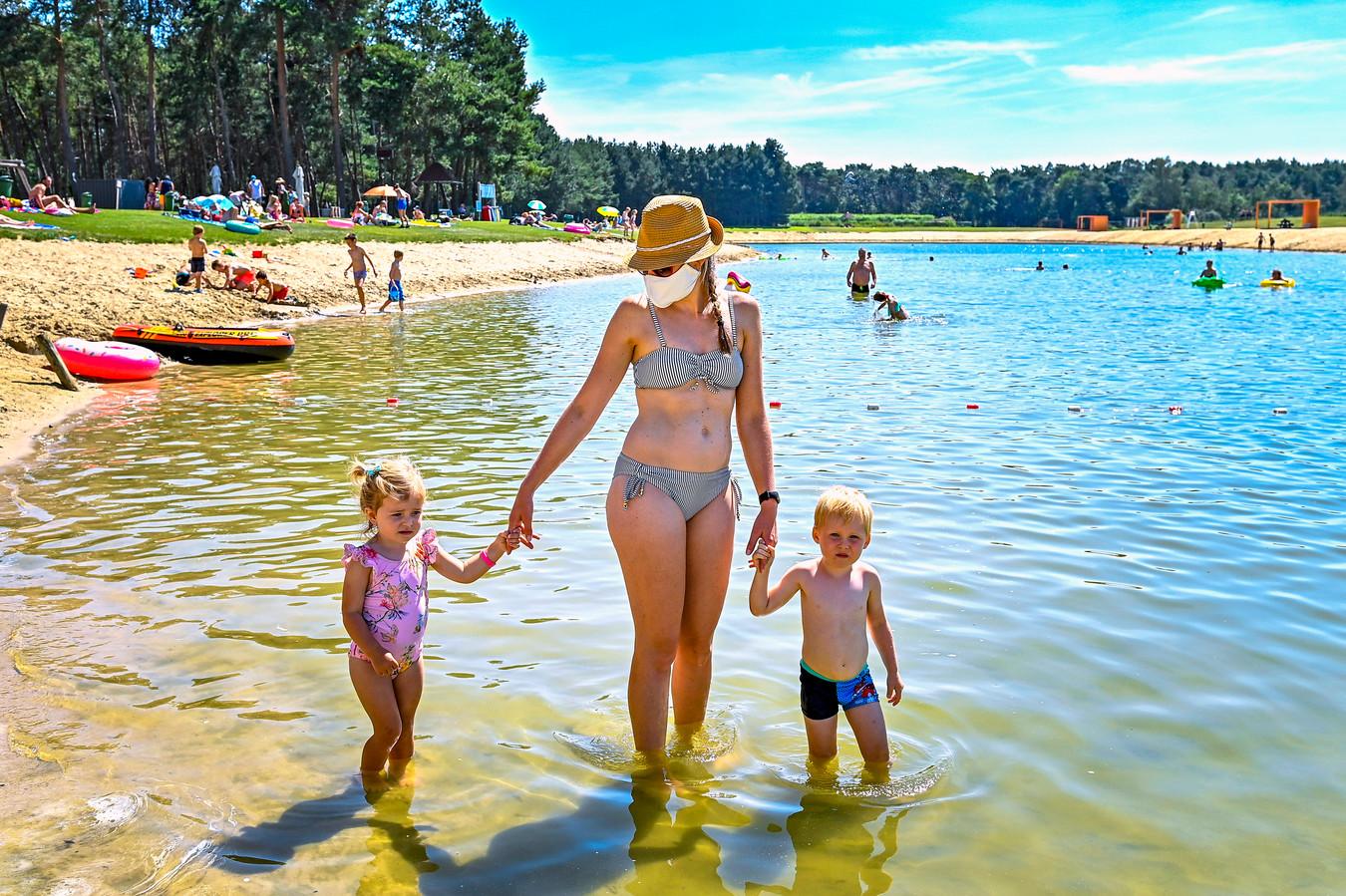 30-07-2020 - Hoogstraten - Foto: Pix4Profs/Peter Braakmann - Bij recreatiepark De Mosten net over de grens gelden strenge coronaregels.