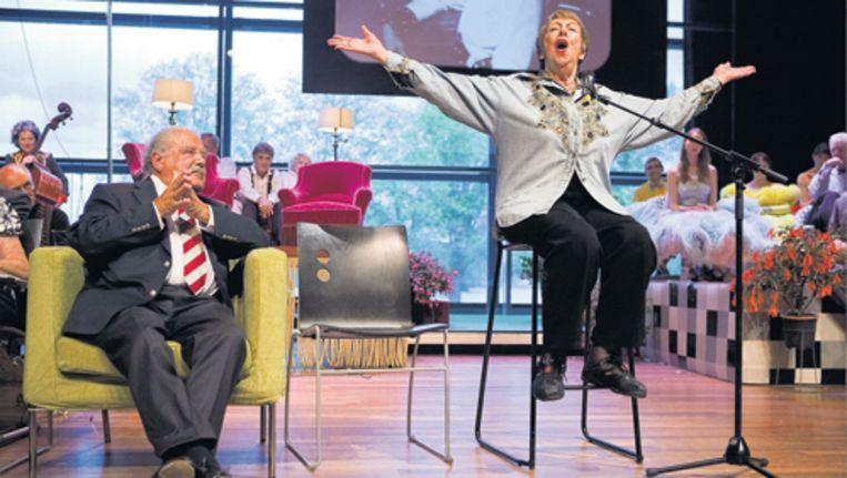 Eli Asser (86) en Hetty Blok (89) tijdens de eerste try-out van de Niet-Meer-Zo-Piep-show. Foto Amaury Miller Beeld