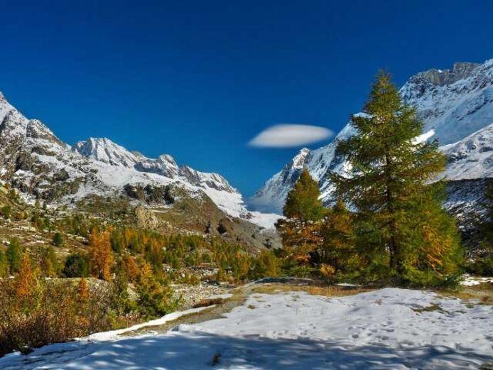 In de lager gelegen gebieden smolt de sneeuw afgelopen dagen snel weg en kwamen herfstkleuren in de plaats.