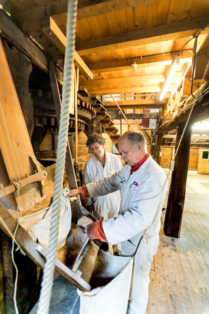 Hans en Annemieke Kalkhoven, molenaarsechtpaar van Genneper watermolen Eindhoven